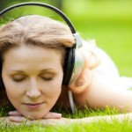 outdoors-woman-headphones